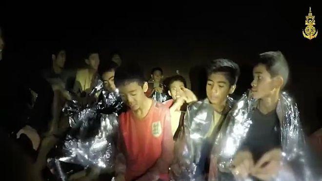 пещерата в Тайланд се филмира